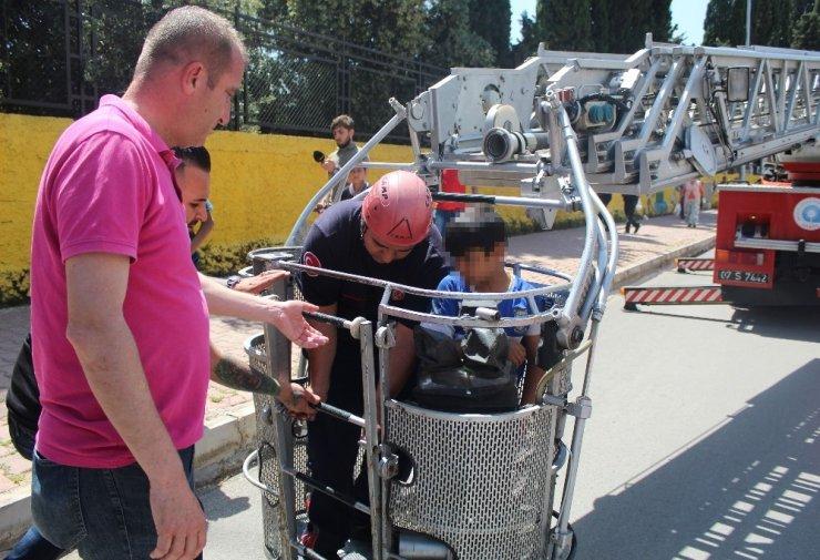 Antalya'da ilkokulda korku dolu anlar