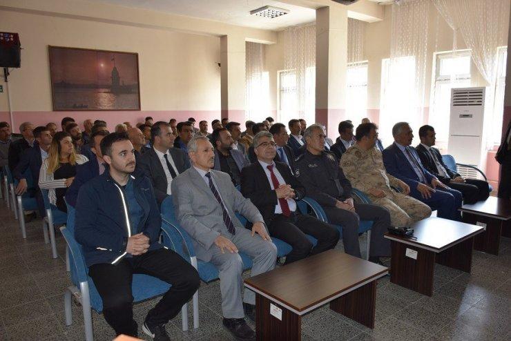 Palu'da meclis üyeleri ve muhtarlarla toplantı