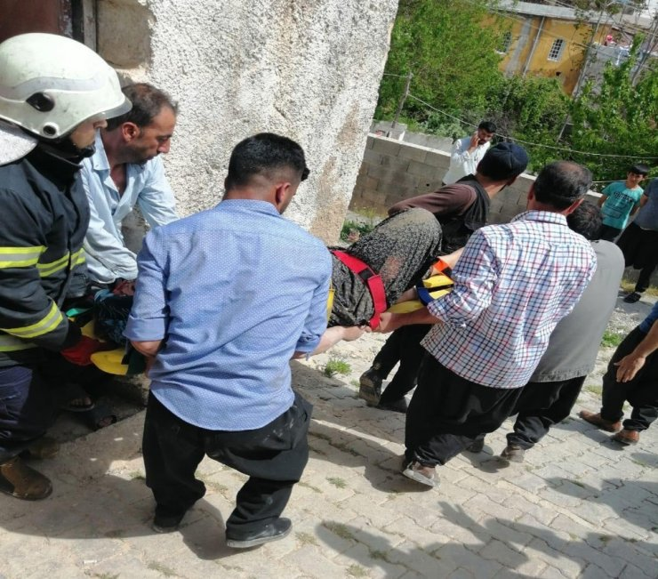 Gaziantep'te ev çöktü: 1 yaralı
