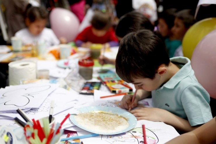 Miniklerin 'okul öncesi şenliği' renkli görüntülere sahne oldu