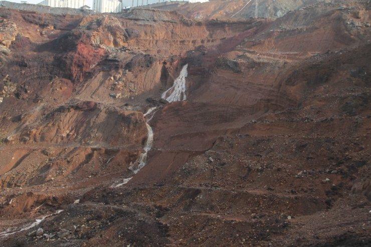 Heyelan riski bulunan Maden'de bekleyiş sürüyor
