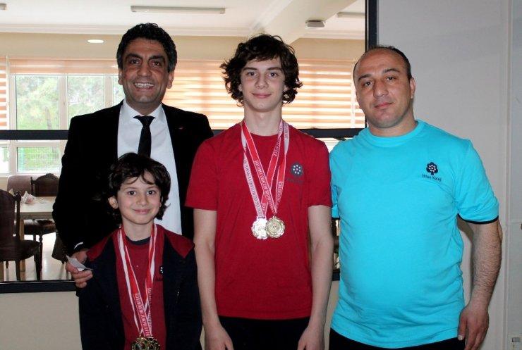 İhlas Kolejine yüzmede 4 altın madalya