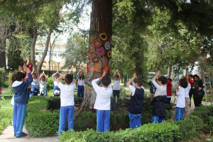 """Ege Üniversitesi Kampüsü """"Bilim Haftası Etkinliği"""" ile renklendi"""