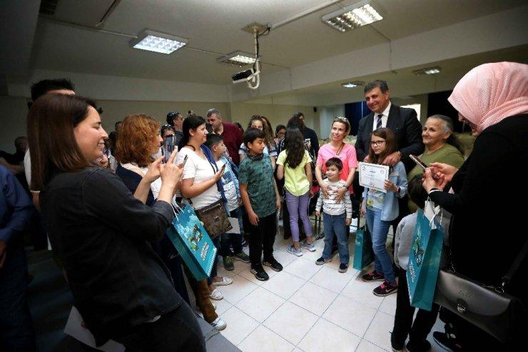 Karşıyaka'da yılın en başarılı öğrencilerine ödül