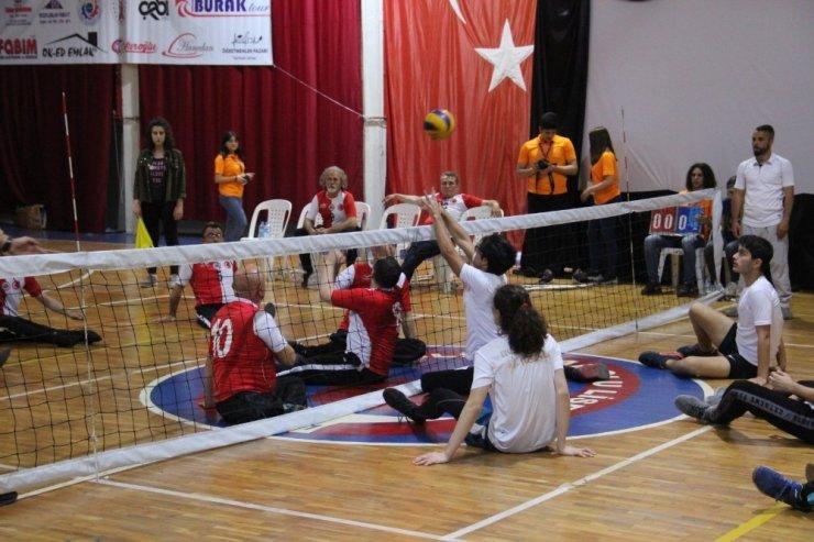 Liseli öğrenciler Paravolley takımı ile maça çıktı