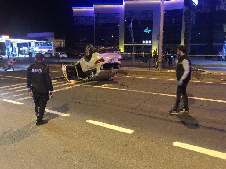 2 otomobilin çarpıştığı kazada 2 kişi öldü, 3 kişi yaralandı