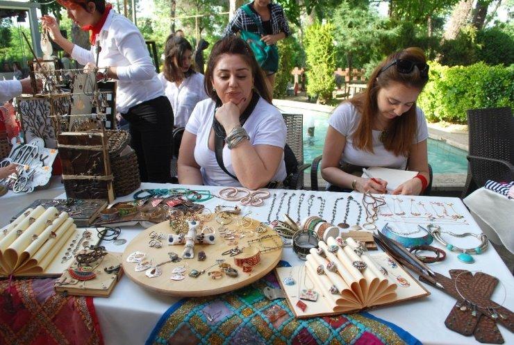 Salihli'de üretici kadın pazarı ilgi çekti