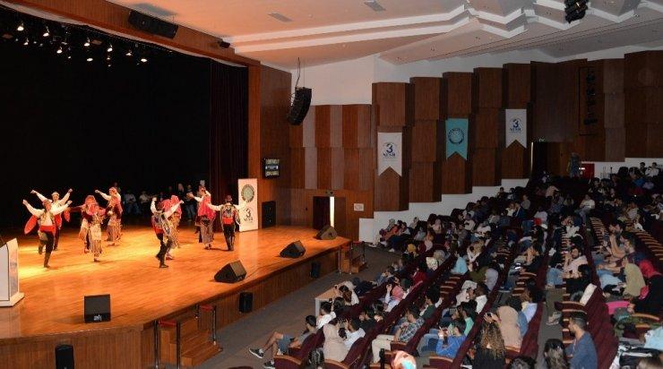 Uluslararası öğrencilerin Türkçe gösterisi tam not aldı