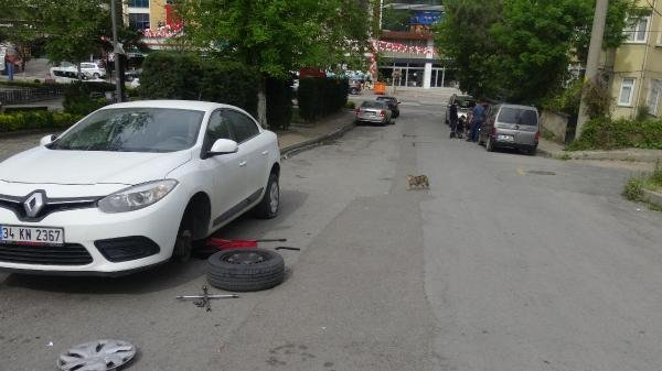 36 aracın lastiklerini bıçaklayan şüphelilerden 3'ü yakalandı