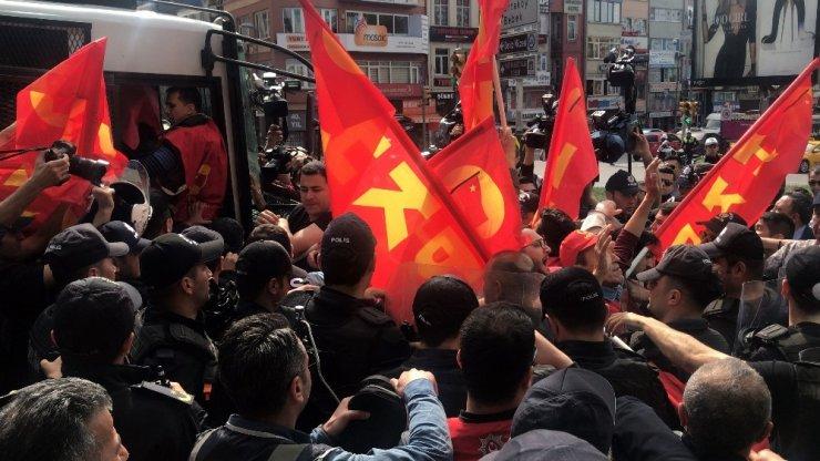 Beşiktaş'tan Taksim'e yürümek isteyen göstericilere polis müdahalesi