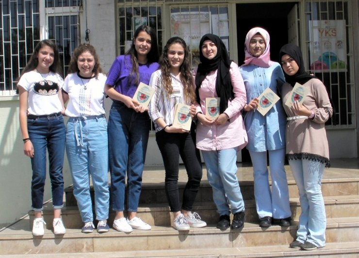 Biriktirdiği harçlıklarla sadece 4 adet kitap basabilen lise öğrencisi hayallerine kavuştu