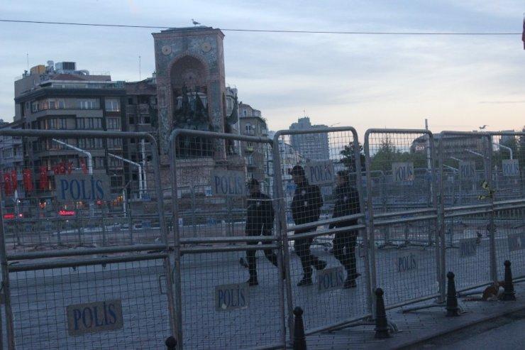 Taksim'e girişler kapatıldı