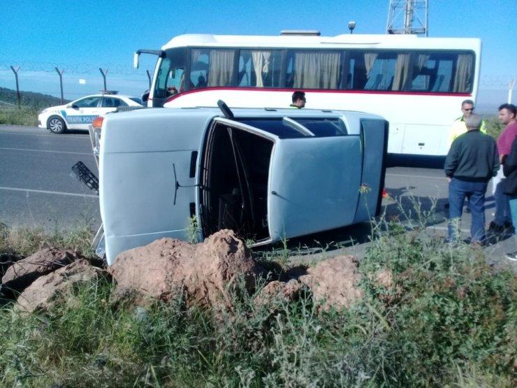Aliağa'da otomobil takla attı: 1 yaralı