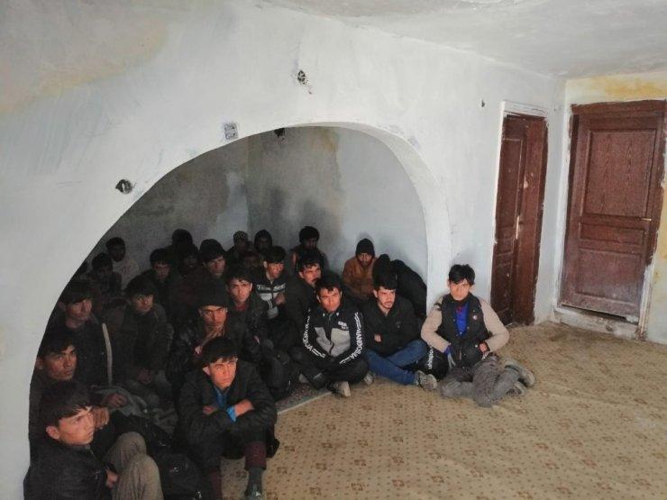Metruk binada 36 kaçak göçmen yakalandı