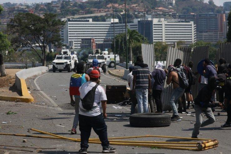 Venezuela'daki darbe girişiminde 69 kişi yaralandı