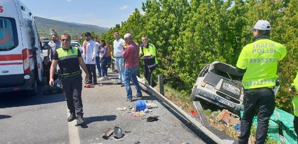 Konya'da Mminibüs şarampole devrildi; karı- koca ve çocukları yaralı