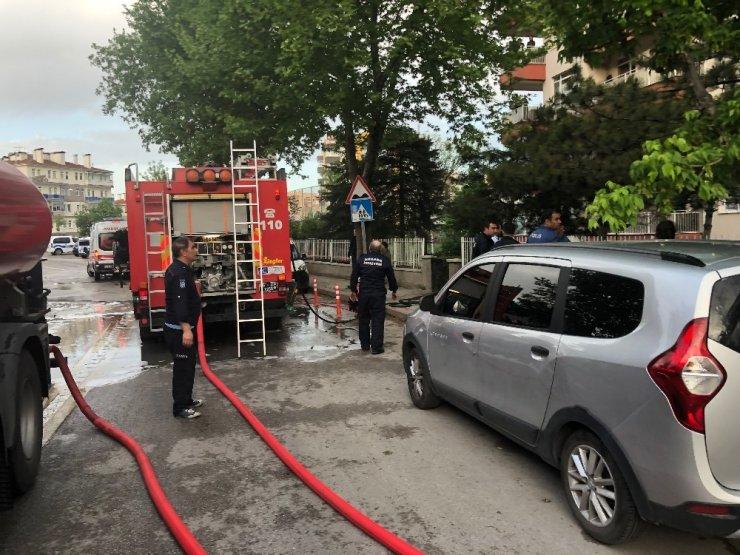 Başkent'te salonu yanan evde 3 kişi yaralandı