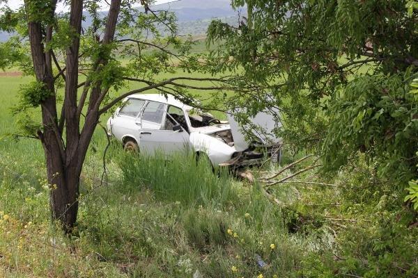 Konya yolunda otomobil tarlaya uçtu! Sürücü öldü, kızı ve torunu yaralandı