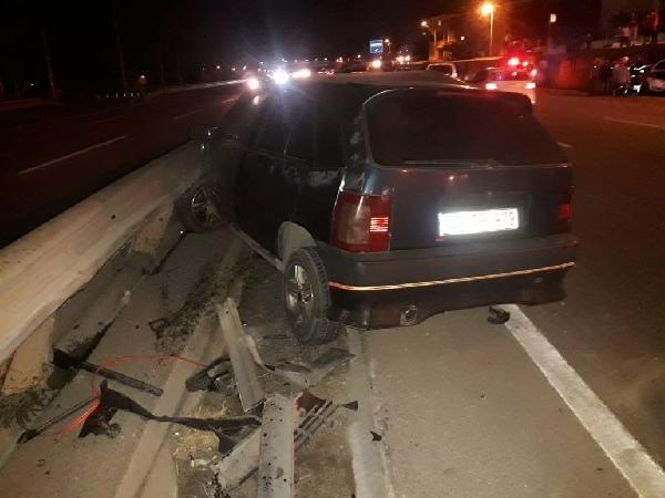 Körfez'de 3 araç çarpıştı: 5 yaralı