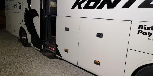 Konya-Bursa yolunda durdurulan araçtan çıktı! Otomobilin bagajına göçmenleri doldurmuşlar