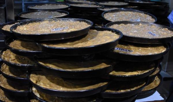 Konya'da ramazanın vazgeçilmez lezzeti;tahinli pide