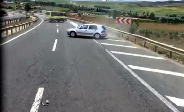 Kırıkkale'de otomobil minibüse çarptı: 8 yaralı