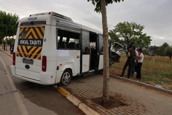 Öğrenci servisiyle cip çarpıştı: 14 yaralı