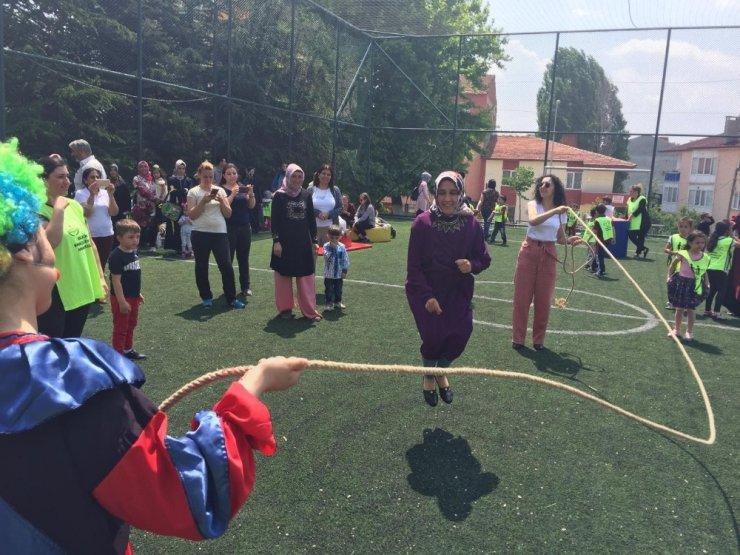 Anaokulu öğrencileri Okul Dışarıda etkinliğinde