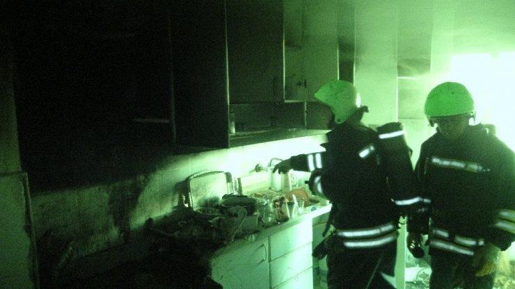 Öğrenci evinde korkutan yangın