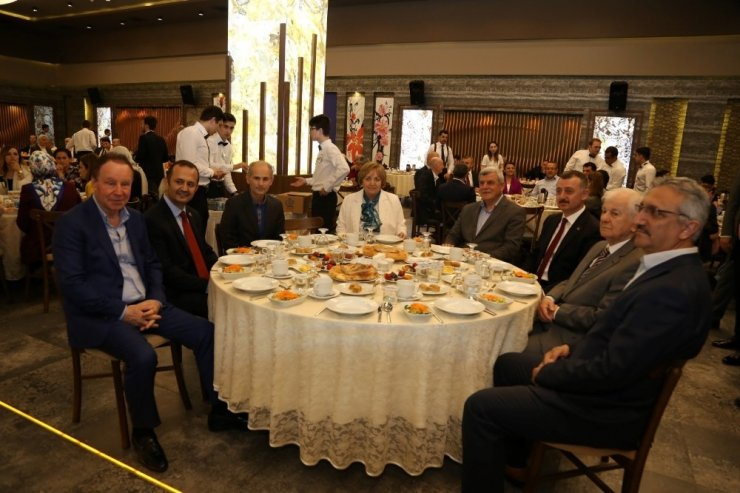 Büyükakın, eski başkanlarla iftarda buluştu