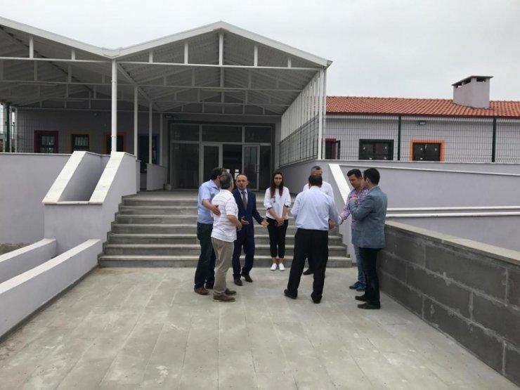 Vali Yardımcısı Çek , Burhaniye'de okul inşaatlarını inceledi