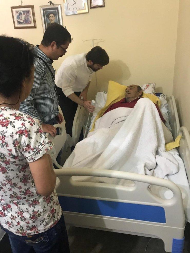 Başkan Seçer'den hasta şahsa ortopedik yatak