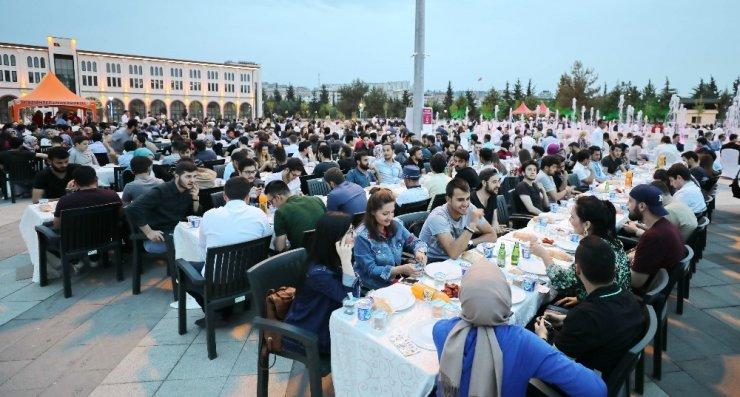 Gaziantep protokolü akademisyen ve öğrencilerle iftarda buluştu