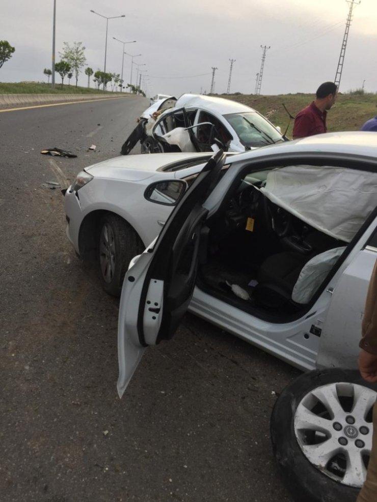 Van'da iki otomobil çarpıştı: 3 yaralı