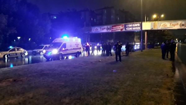 Bıçaklı saldırgan, polis tarafından vurularak etkisiz hale getirildi
