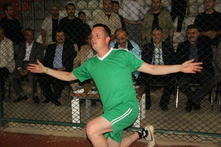 Ralliciler ile eski milli futbolcular kozlarını yeşil sahada paylaştı