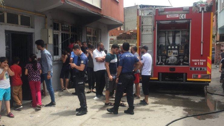 Bursa'da korkutan yangın... 2'si çocuk 3 kişi mahsur kaldıkları evden son anda kurtarıldı