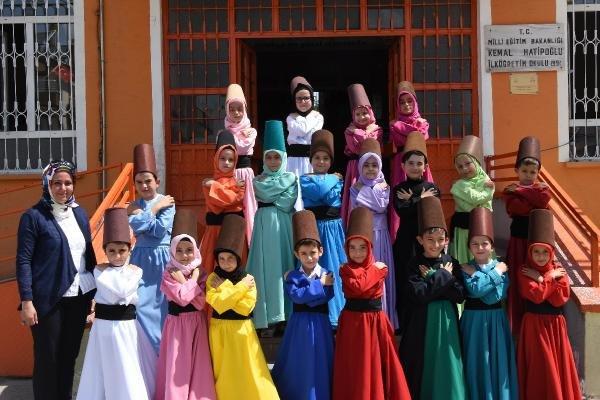 İlkokulun renkli semazenleri