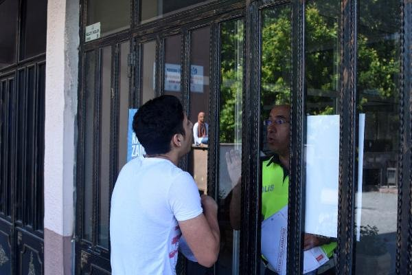 Konya'da sınava geç kalan öğrenci gözyaşlarına boğuldu