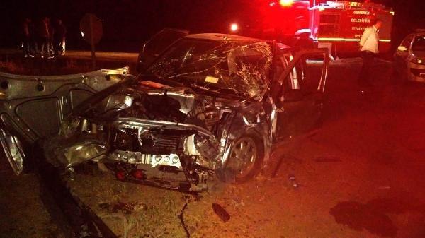 Sivas'ta 2 otomobil çarpıştı: 7 yaralı