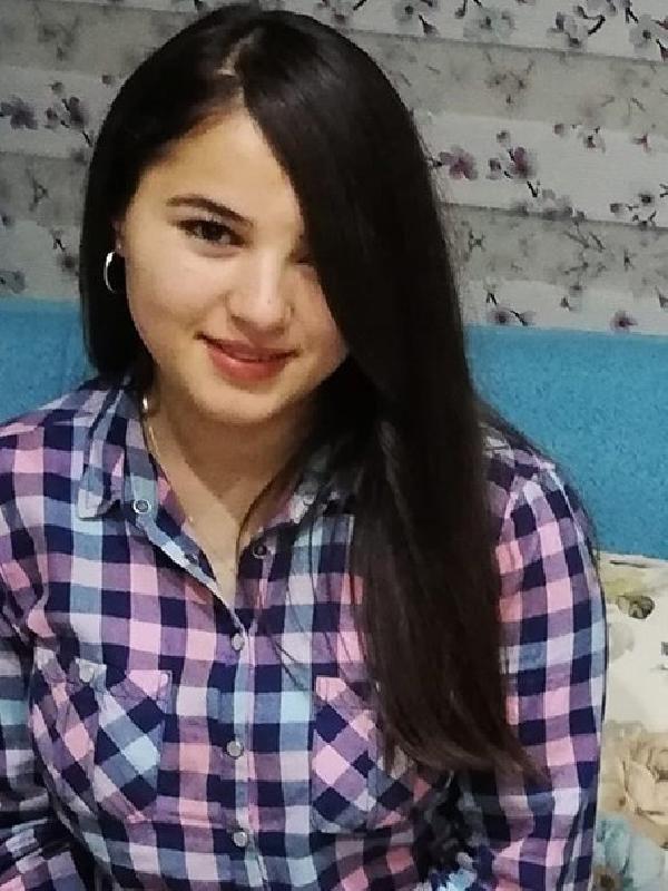 Liseli Esma, yatağında ölü bulundu