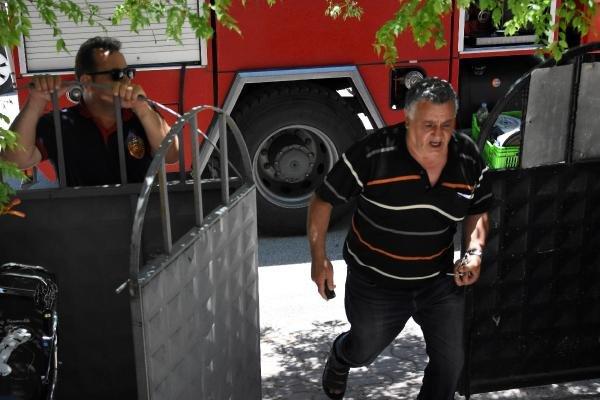 Konya'da bir evden gelen kötü koku polisi harekete geçirdi