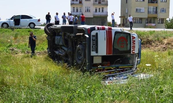 Ankara'da  ambulans ile otomobil çarpıştı: 6 yaralı
