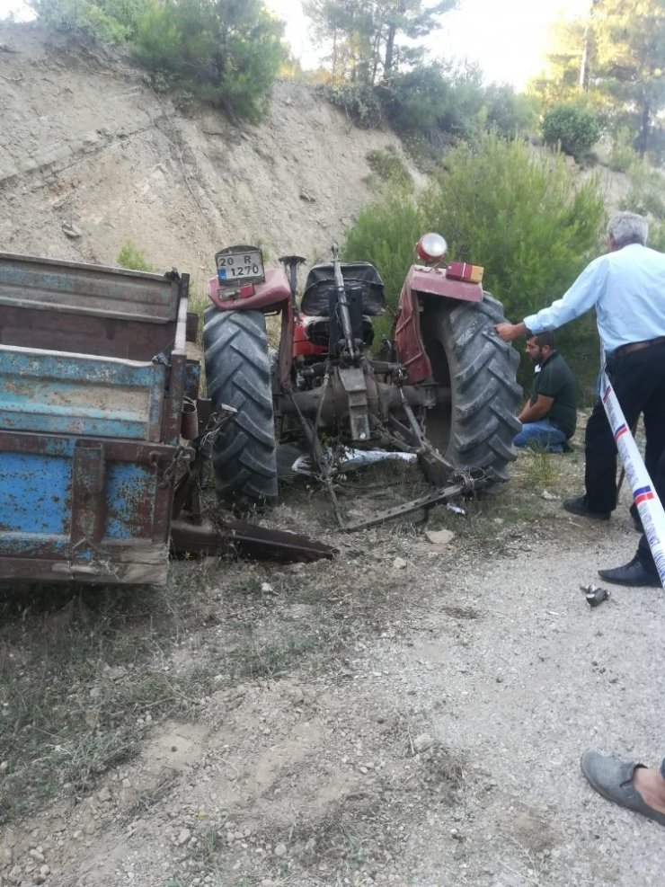 Kullandığı traktörün altında kalarak can verdi