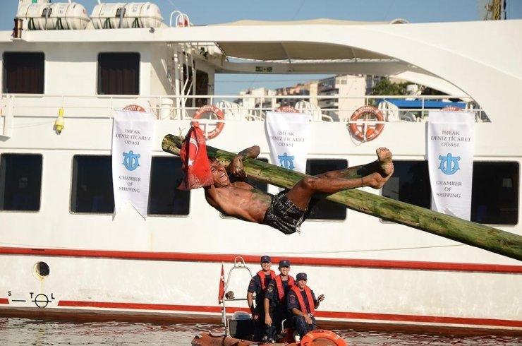 Denizcilik ve Kabotaj Bayramı Kuşadası'nda renkli görüntülere sahne oldu