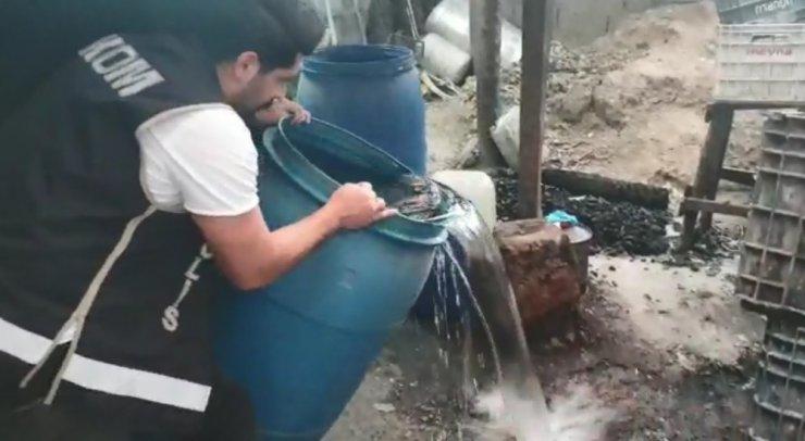 Adana'da 2 bin litre sahte içki ele geçirildi