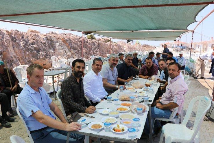 AK Parti İl Başkanı Yıldız, Ayvacık'ta düğüne katıldı