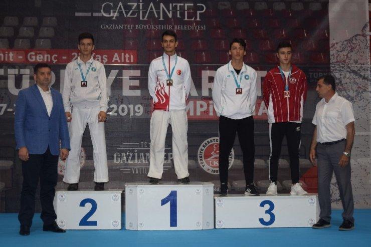 Karatecilerden 8 madalya