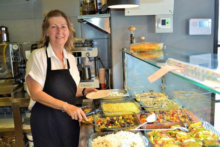 Kadın girişimci, profesyonel yöneticiliği bıraktı, açtığı restoranda yüzlerce kişiyi doyuruyor