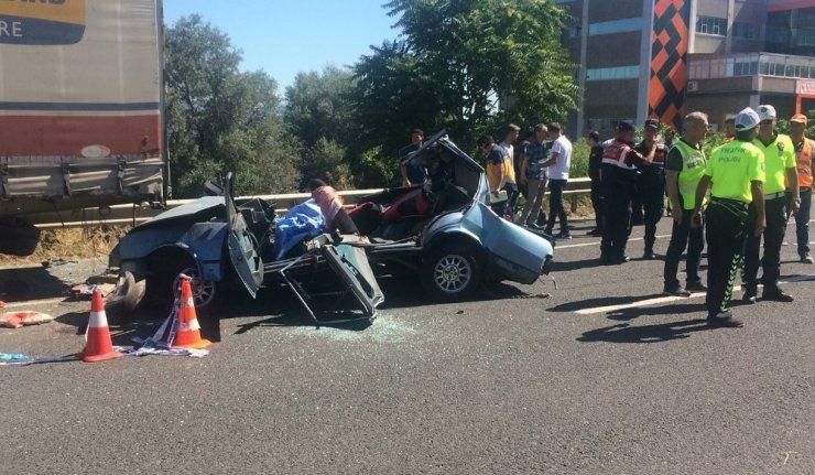 Genç çift ve bebekleri kazada can verdi